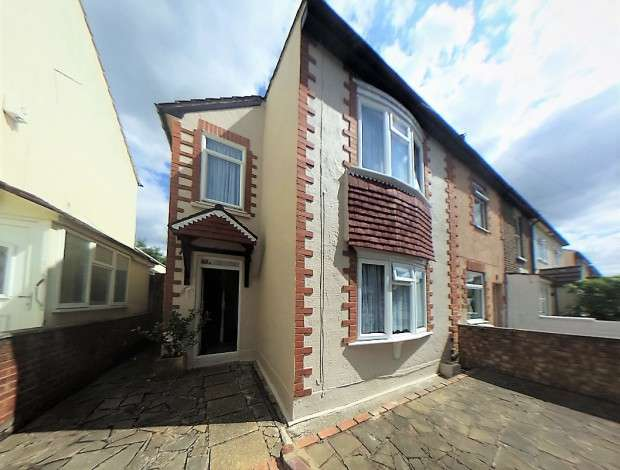 3 Bedrooms End Of Terrace House for sale in Furze Road, Thornton Heath, CR7