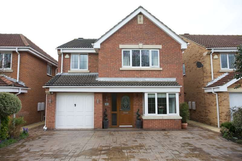 4 Bedrooms Detached House for sale in Plumpton Park, Barnsley, South Yorkshire, S72