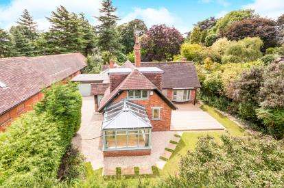 4 Bedrooms Detached House for sale in Moreton Paddox, Moreton Morrell, Warwick, .