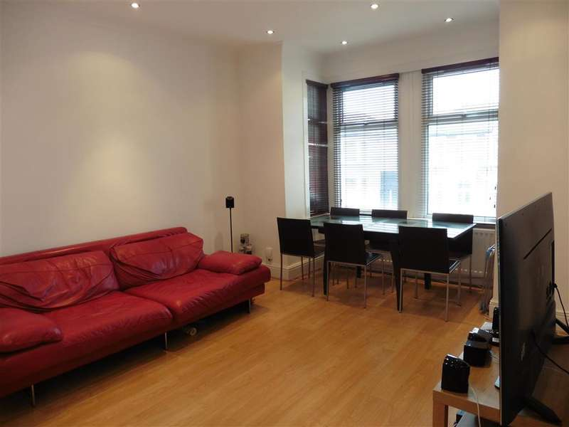 3 Bedrooms Flat for sale in Empress Avenue, Ilford, Essex