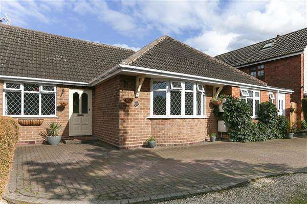 4 Bedrooms Bungalow for sale in Station Road, Whitacre Heath