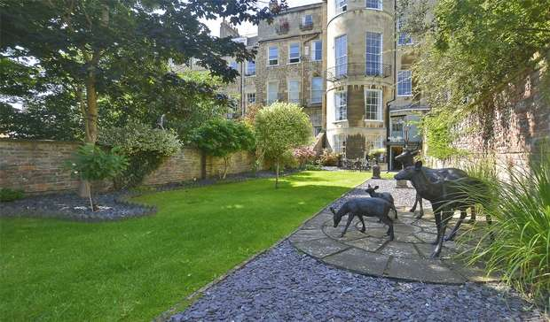 3 Bedrooms Flat for sale in The Garden Apartment, 27 Park Street, Bath