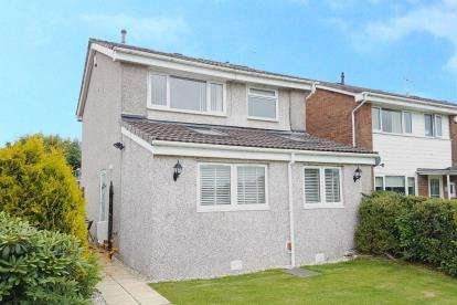 3 Bedrooms Detached House for sale in Rannoch Close, Stewarton