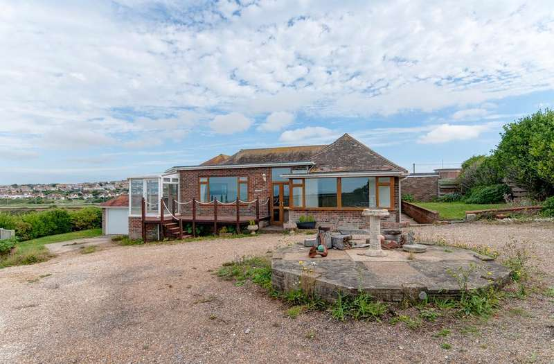 3 Bedrooms Bungalow for sale in Marine Parade, Seaford, BN25 2QP