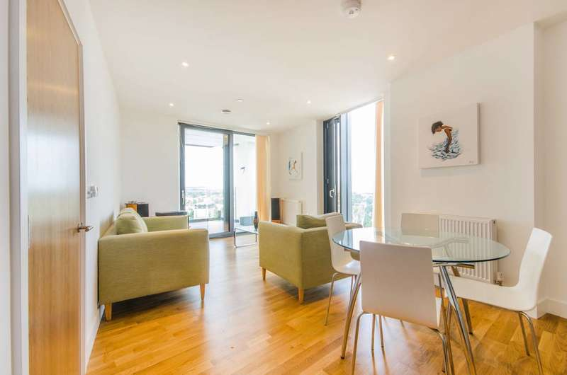 2 Bedrooms Flat for sale in Station Road, Lewisham, SE13