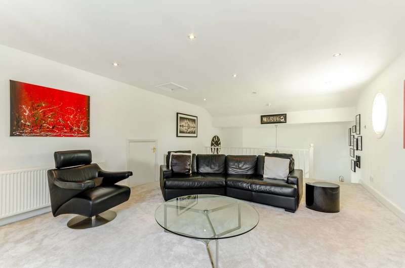 2 Bedrooms Flat for sale in St Anns Crescent, Wandsworth, SW18