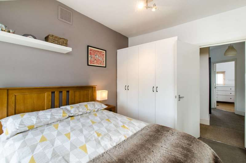 2 Bedrooms Flat for sale in Thornton Avenue, Telford Park, SW2