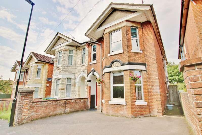 3 Bedrooms Semi Detached House for sale in Radstock Road, Woolston