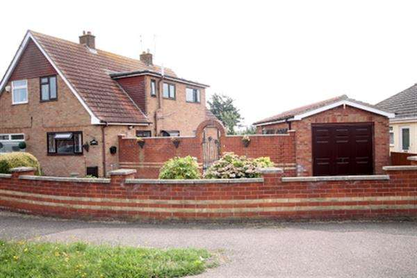 2 Bedrooms House for sale in Crossways, West Clacton