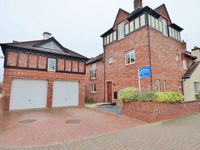 3 Bedrooms Mews House for sale in Archers Green Road, Kingswood, Warrington