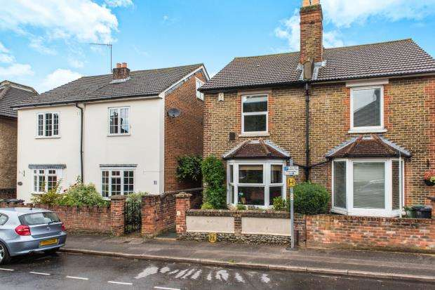 2 Bedrooms Semi Detached House for sale in Guildford, Surrey