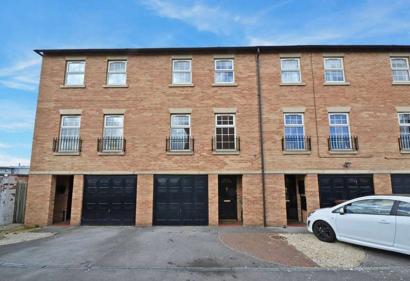 4 Bedrooms Town House for sale in The Point, Alverthorpe, Wakefield
