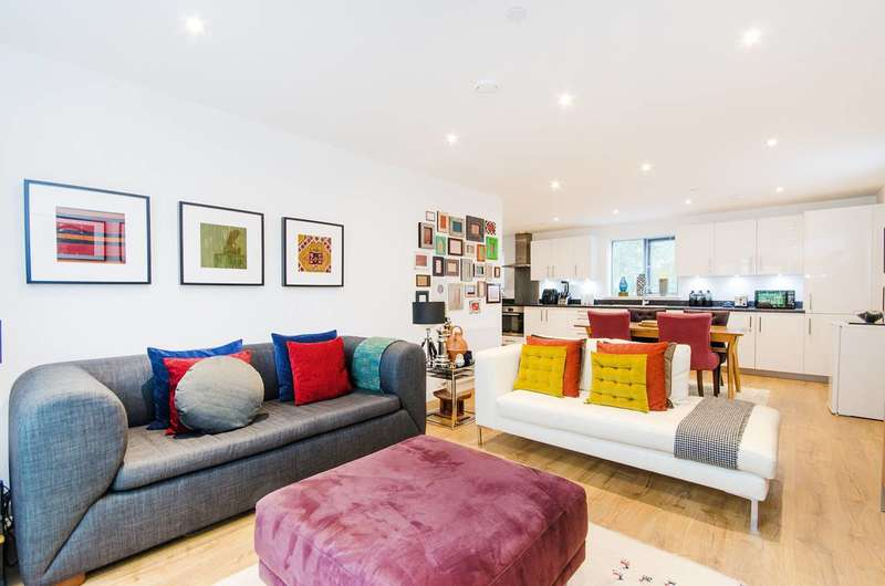 2 Bedrooms Flat for sale in Bridge Street, Pinner, HA5