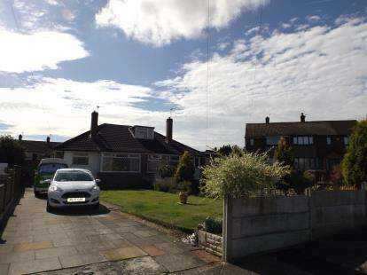 2 Bedrooms Bungalow for sale in Ainsworth Close, Denton, Manchester, Greater Manchester