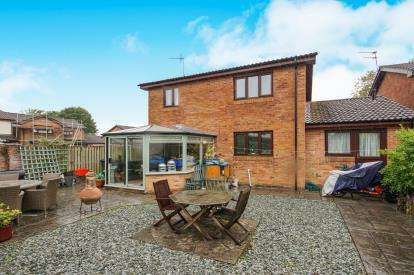 4 Bedrooms Detached House for sale in Walshe Avenue, Chipping Sodbury, Bristol, Gloucestershire