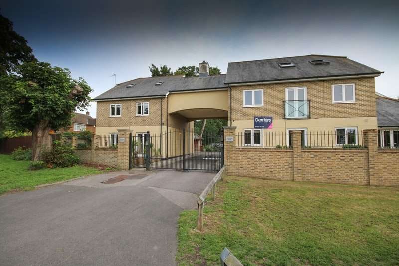 1 Bedroom Flat for sale in The Green, Shepperton, Surrey, TW17