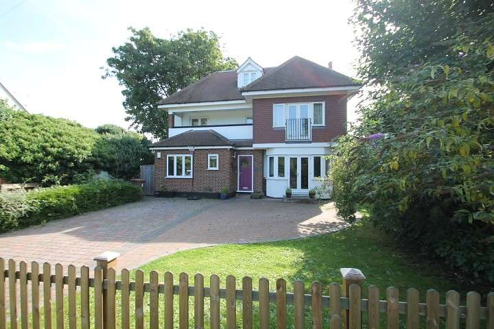4 Bedrooms Detached House for sale in Thames Side, Chertsey, KT16
