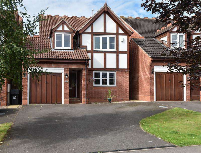 4 Bedrooms Detached House for sale in Crabtree Lane, Bromsgrove