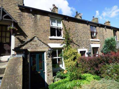 2 Bedrooms Terraced House for sale in Glossop Road, Little Hayfield, High Peak, Derbyshire