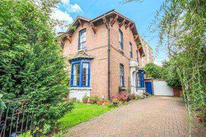 6 Bedrooms Semi Detached House for sale in Claremont Road, Leamington Spa, Warwickshire, England
