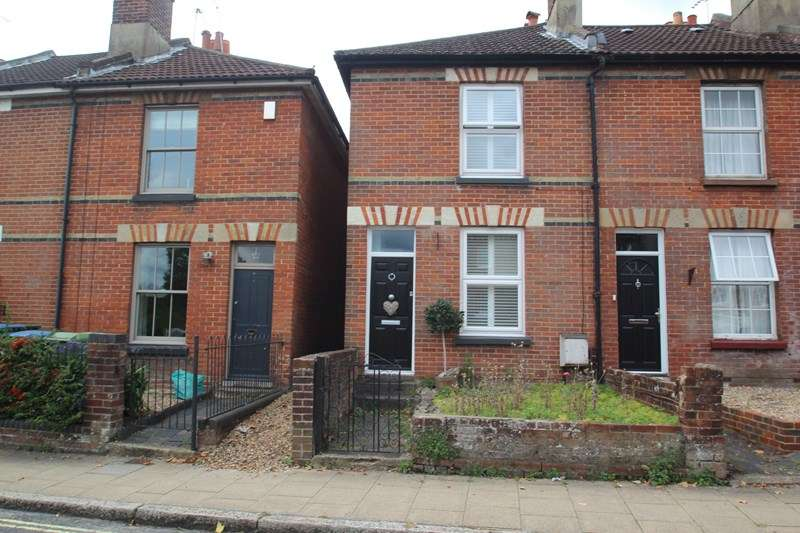 2 Bedrooms End Of Terrace House for sale in Wickham Road, Fareham