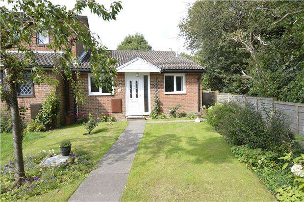2 Bedrooms Bungalow for sale in Douce Grove, St Leonards, TN38 0YJ