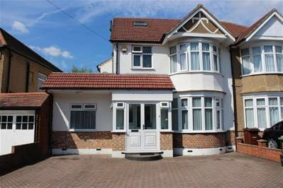 5 Bedrooms Property for sale in Park Crescent, Harrow Weald