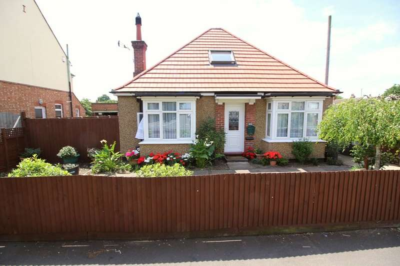 3 Bedrooms Detached Bungalow for sale in London Road, Bedford, MK42