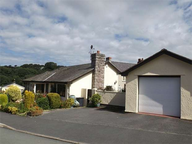3 Bedrooms Detached Bungalow for sale in Maes Madog, Llanelian, Colwyn Bay, Conwy