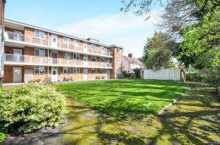 2 Bedrooms Flat for sale in Crystal View Court, Winlaton Road, Bromley, .