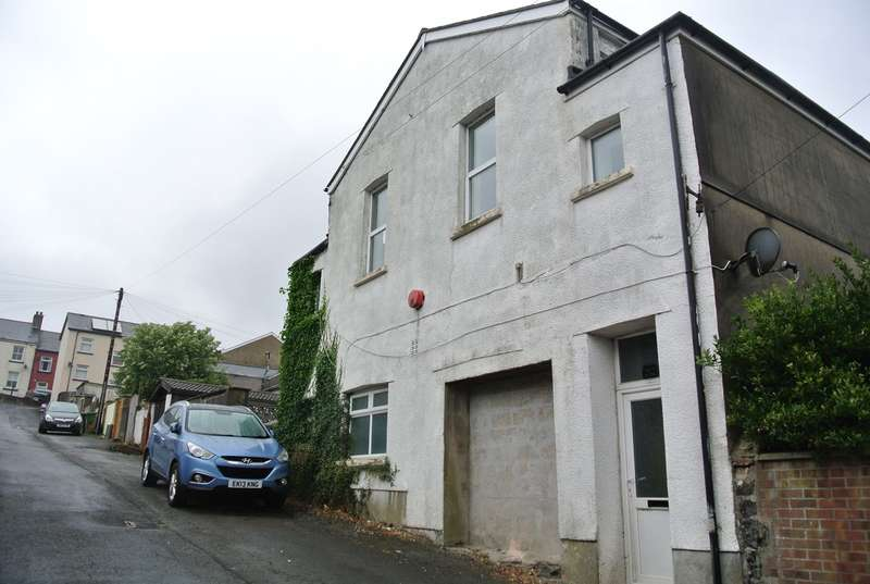 2 Bedrooms Flat for sale in High Street, Blaenavon, Pontypool, NP4