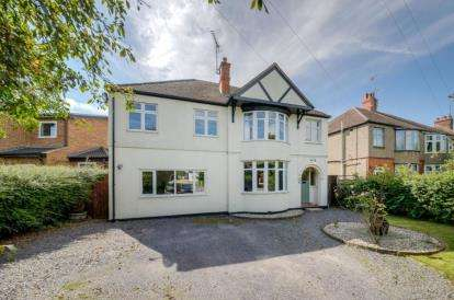 5 Bedrooms Detached House for sale in Willen Road, Newport Pagnell, Milton Keynes, Bucks