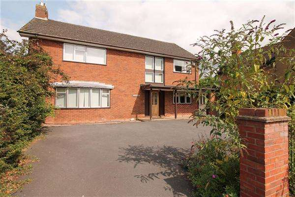 4 Bedrooms Detached House for sale in Priory Road, Alcester, Alcester, Alcester