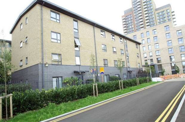 2 Bedrooms Flat for sale in Padstone House, Capulet Square, Bow, London