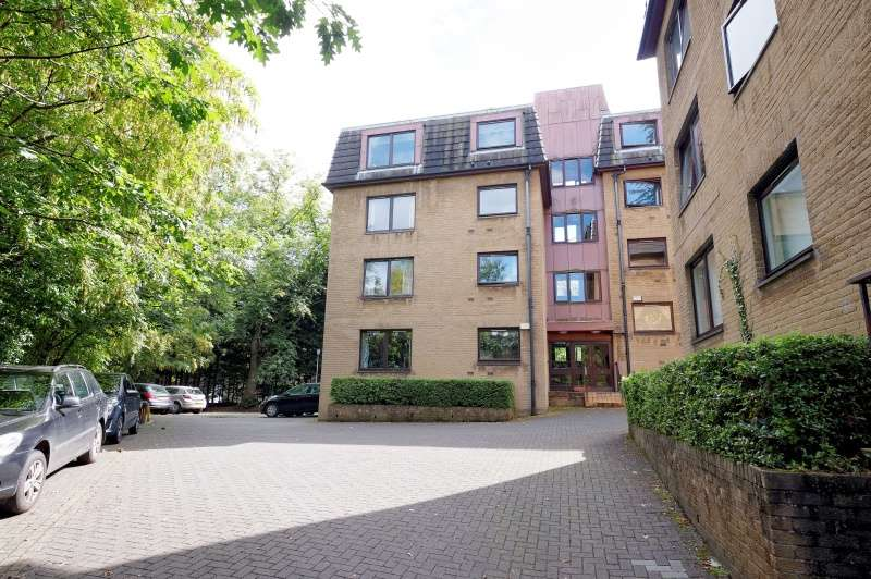 2 Bedrooms Ground Flat