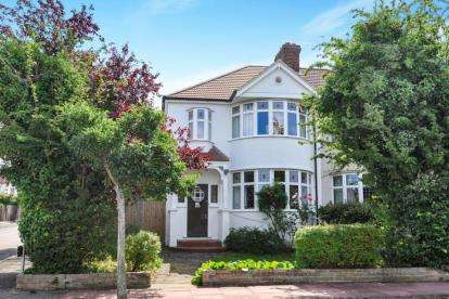3 Bedrooms Semi Detached House for sale in The Grove, West Wickham