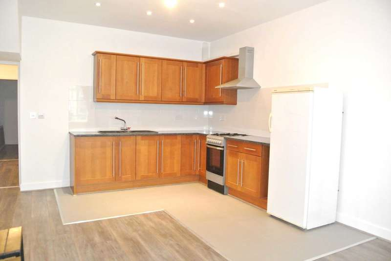5 Bedrooms House for rent in Bairstow Street, Blackpool, FY1 5BN