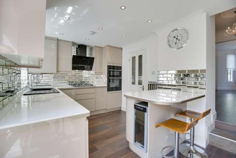 4 Bedrooms Terraced House for sale in Drayton Park, Highbury, London, N5 1LX