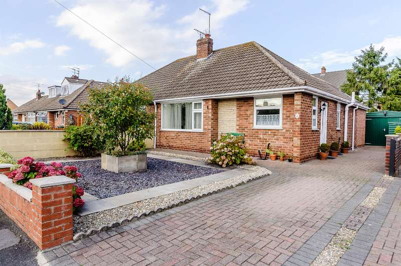 2 Bedrooms Semi Detached Bungalow for sale in Rawcliffe Close, Rawcliffe, York, YO30 5UG