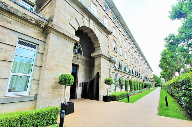 2 Bedrooms Penthouse Flat for sale in Bromyard House, London, London, W3