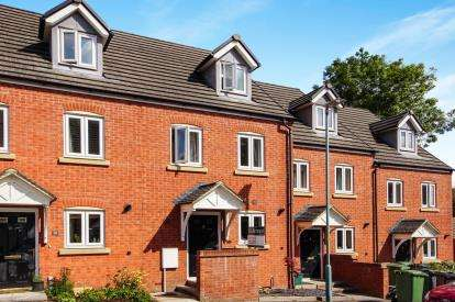 3 Bedrooms Terraced House for sale in Harrolds Close, Dursley, Gloucestershire