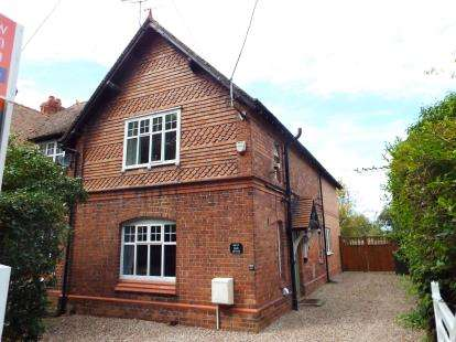 3 Bedrooms Semi Detached House for sale in Hoole Bank, Hoole Village, Chester, Cheshire, CH2