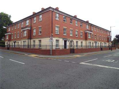 2 Bedrooms Flat for sale in Bovey Court, St. Austins Lane, Warrington, Cheshire, WA1