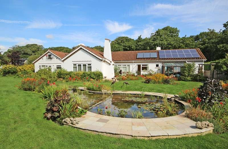 5 Bedrooms Detached Bungalow for sale in Barton Common Lane, Barton on Sea, New Milton