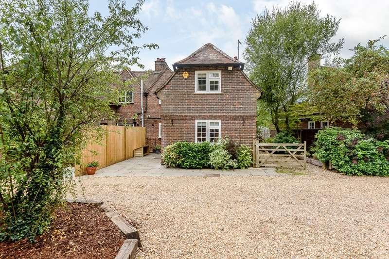 3 Bedrooms Semi Detached House for sale in Ockley, Dorking