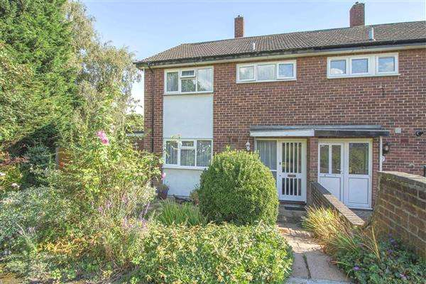 3 Bedrooms Semi Detached House for sale in Saffron Close, Hoddesdon