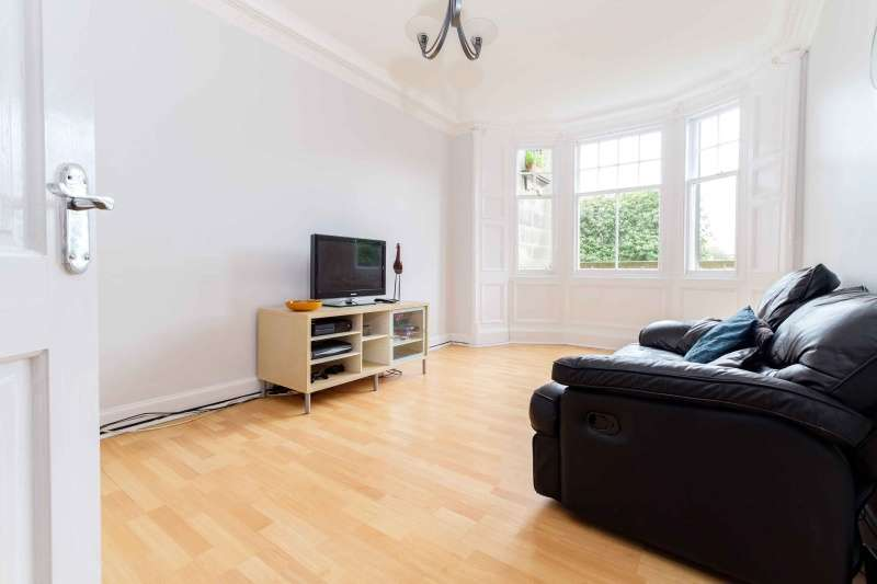 2 Bedrooms Flat for sale in Taylor Gardens, Edinburgh, EH6 6TG