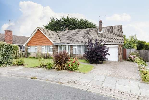 3 Bedrooms Detached Bungalow for sale in Hazeldene Meads Brighton