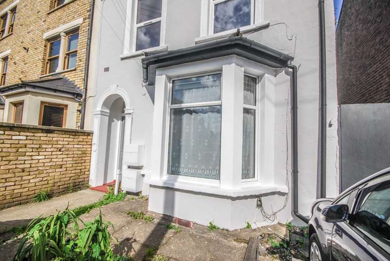 2 Bedrooms Flat for sale in Oliver Road, Leyton, E10