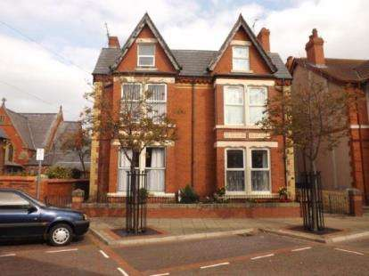 3 Bedrooms Flat for sale in Kings Avenue, Rhyl, Denbighshire, LL18